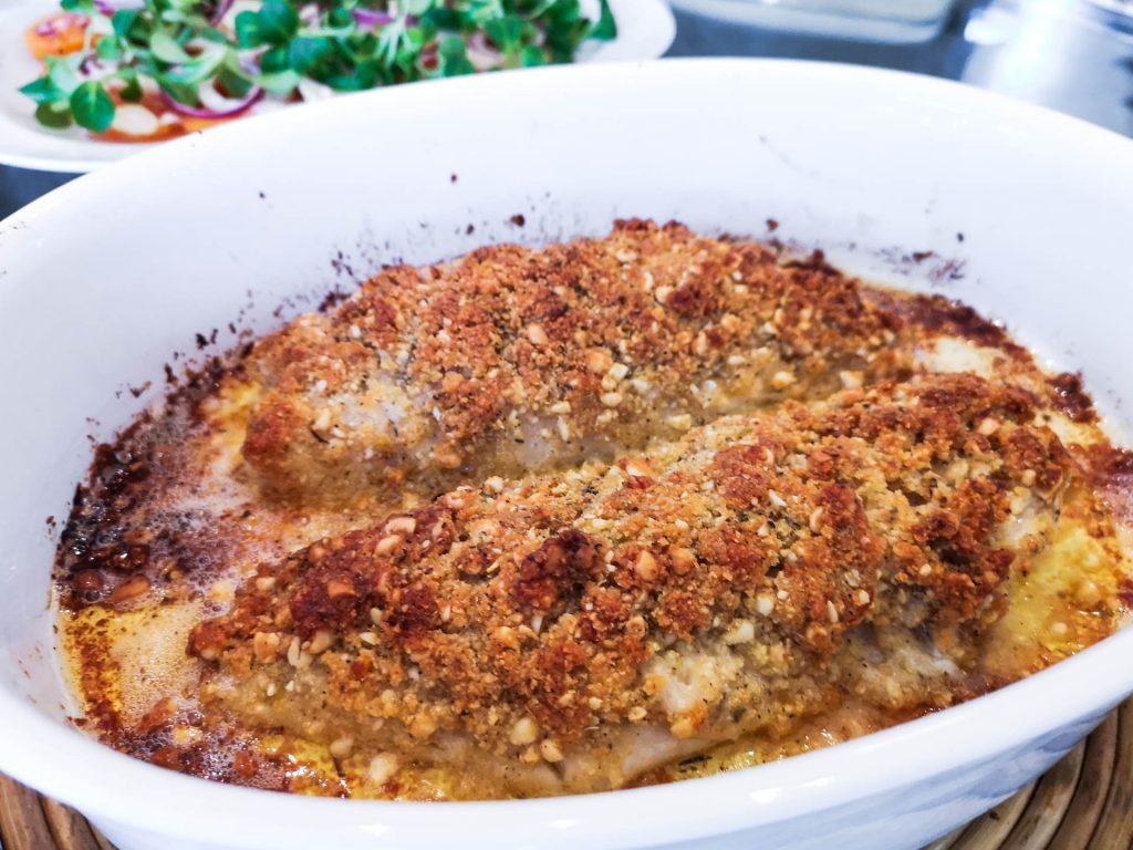 Rotbarsch mit Parmesan-Pinienkern-Kruste   Rezept   Foodblog   Lieblingsspeise.at