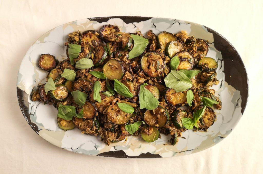 Zucchini mit Kürbiskernen und Basilikum | Rezept | Foodblog | Lieblingsspeise.at