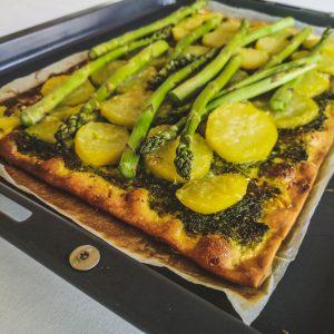 Spargel-Kartoffel-Flammkuchen mit Bärlauchpesto | Rezept | Foodblog | Lieblingsspeise.at